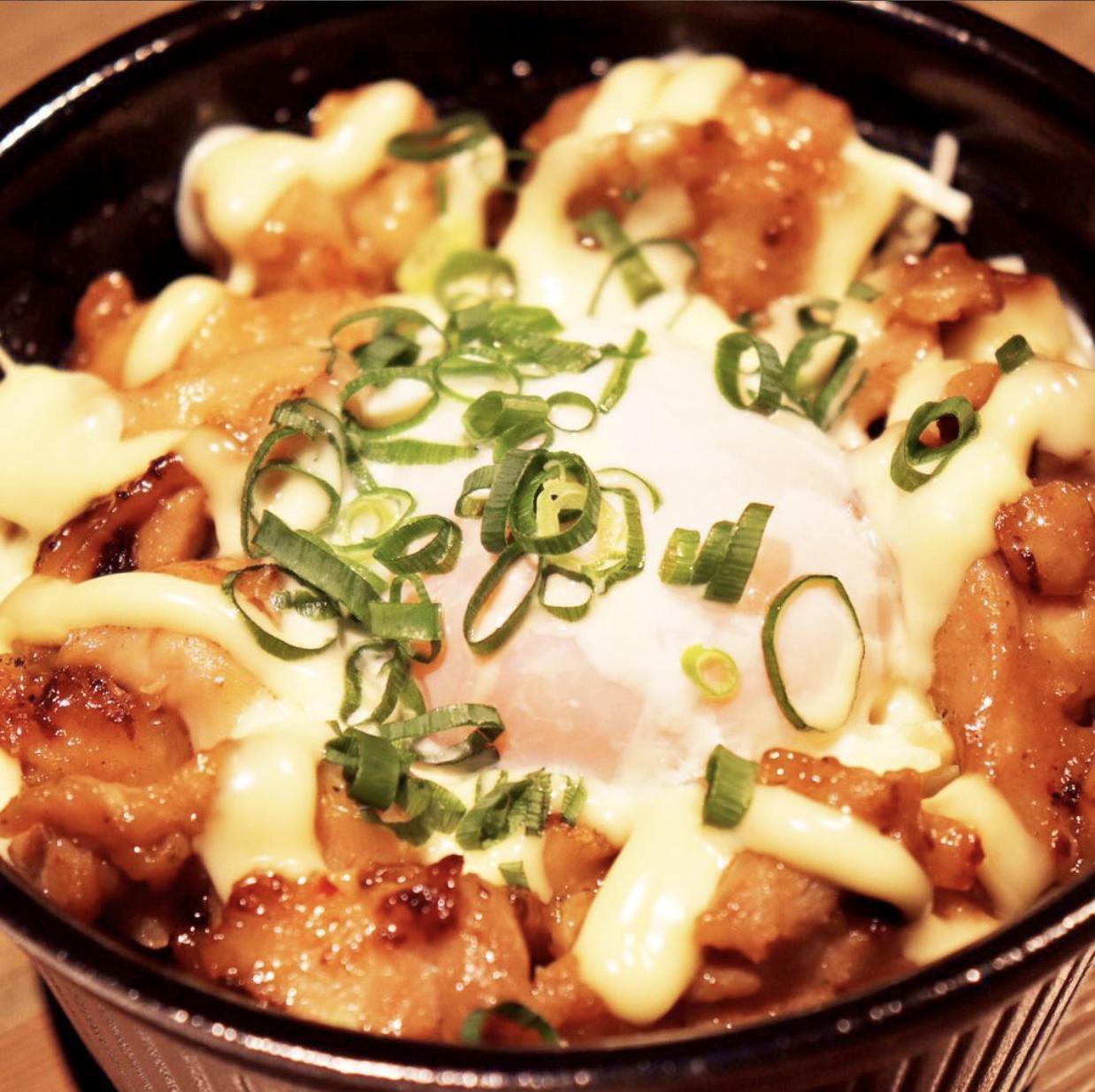 国産豚の味噌マヨ丼 680円