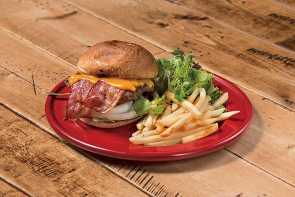 ボリューム満点のBLT Cheese Burger