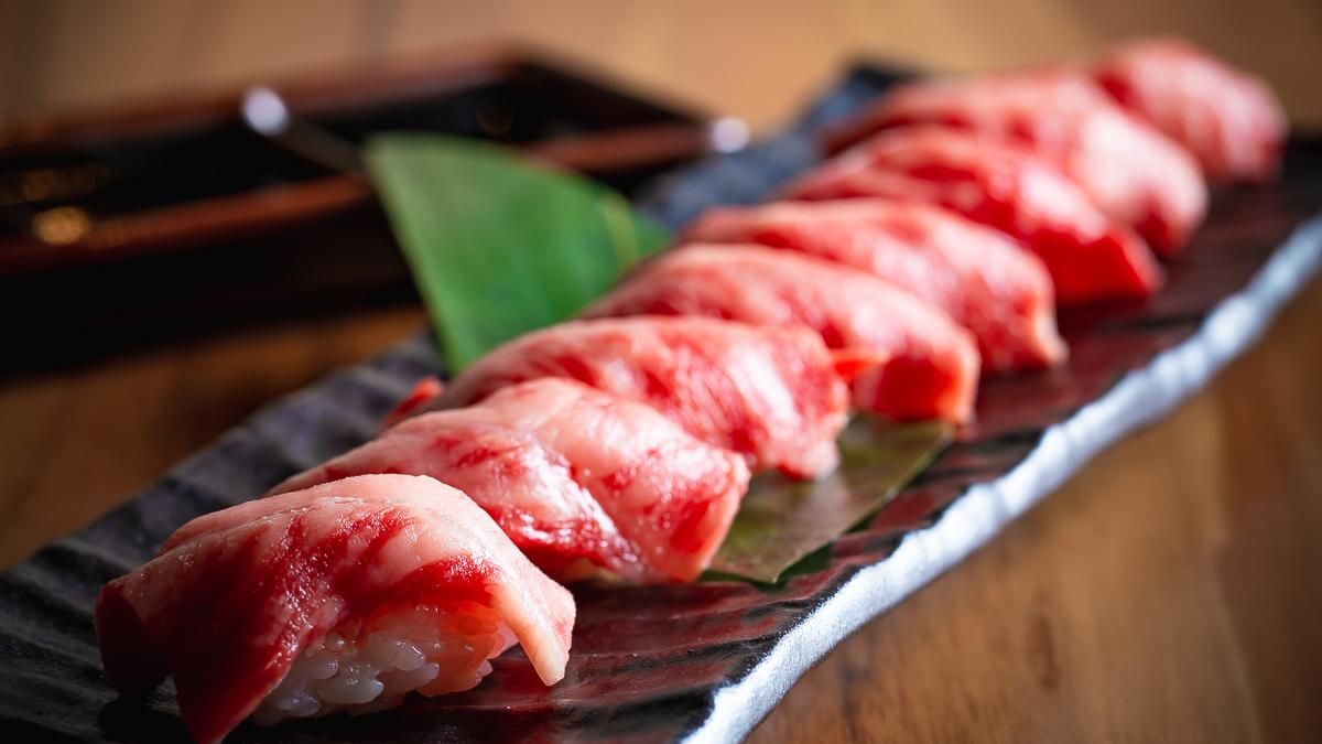 国産和牛寿司 目の前で炙る寿司!最高です!