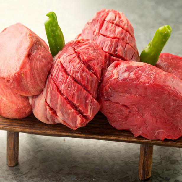 肉盛りチョモランマ  ハーフ2,490円 フル4,980円