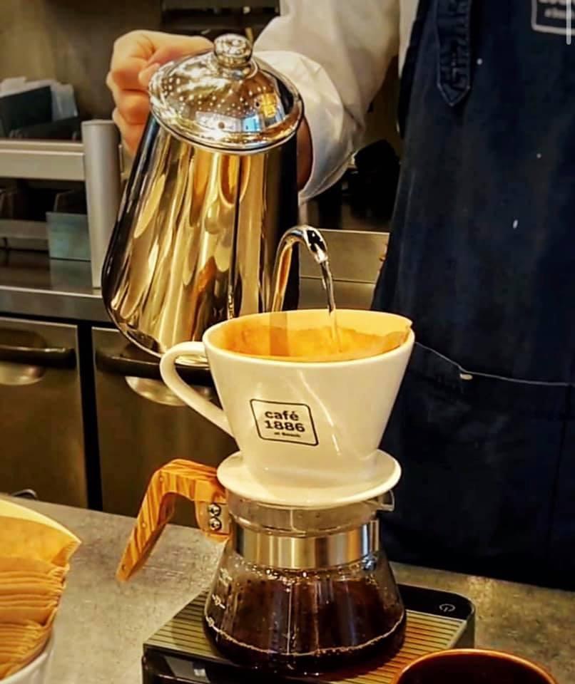 世界中から集めた最高級のコーヒー豆を、最適な焙煎のダークローストでご提供いたします。
