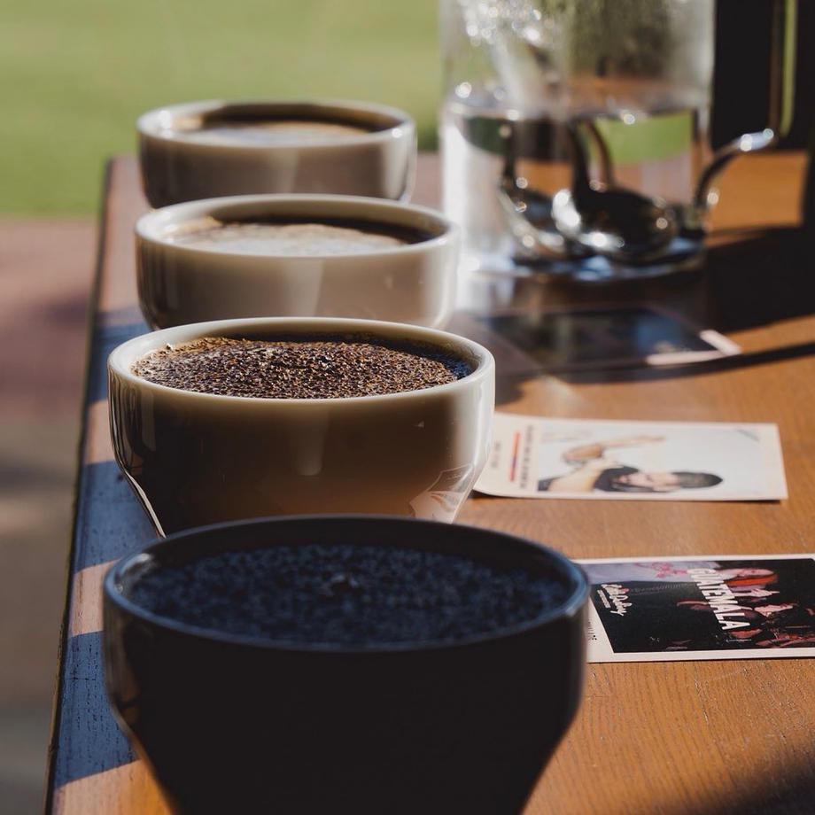新鮮で美味しいスペシャリティコーヒーは焙煎から抽出までこだわっています。