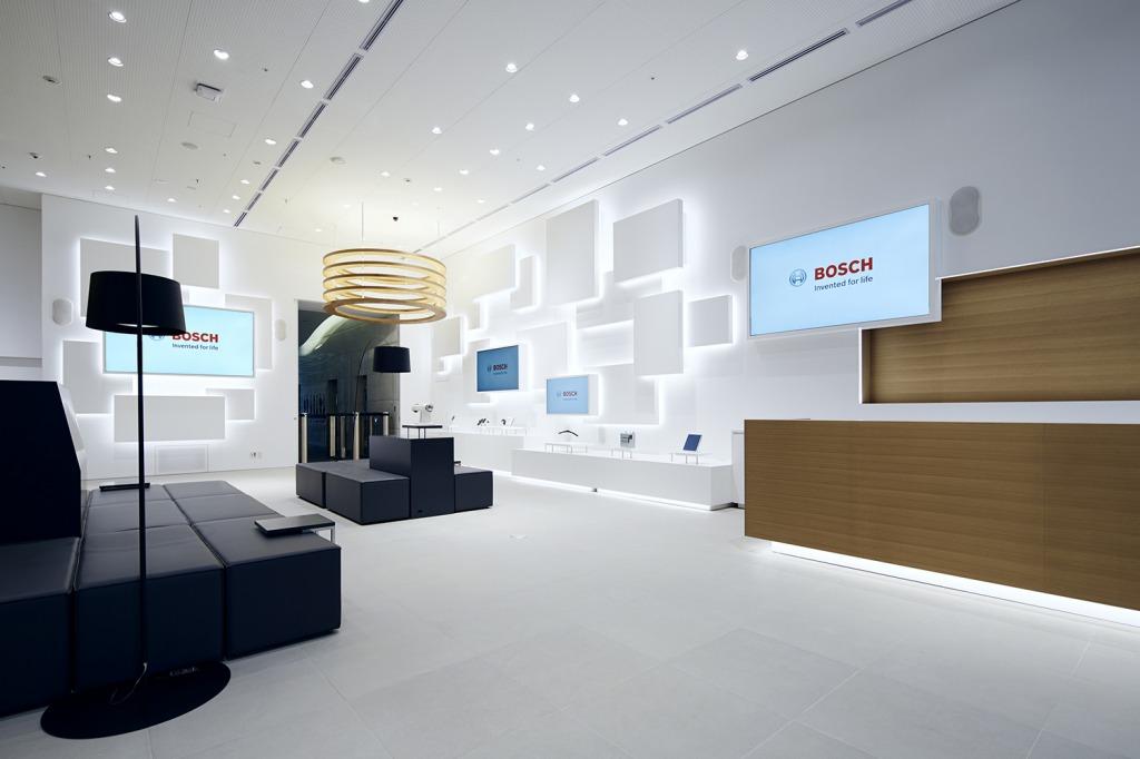 本社のショールームに併設された「café 1886 at Bosch」。Bosch創業130年の歴史に触れられます。