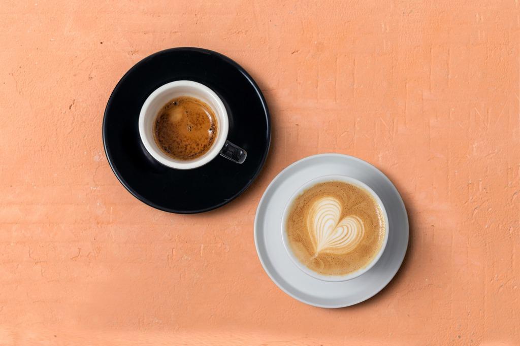 シンプルなコーヒーはもちろん、ラテもおいしい♪