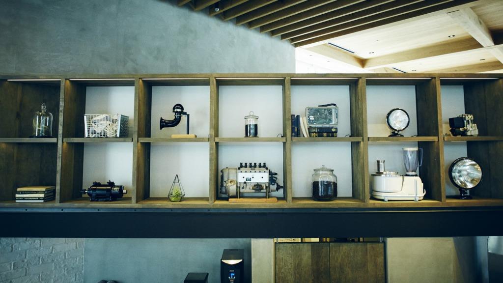 カフェ内に展示しているボッシュの歴史的な製品たち。