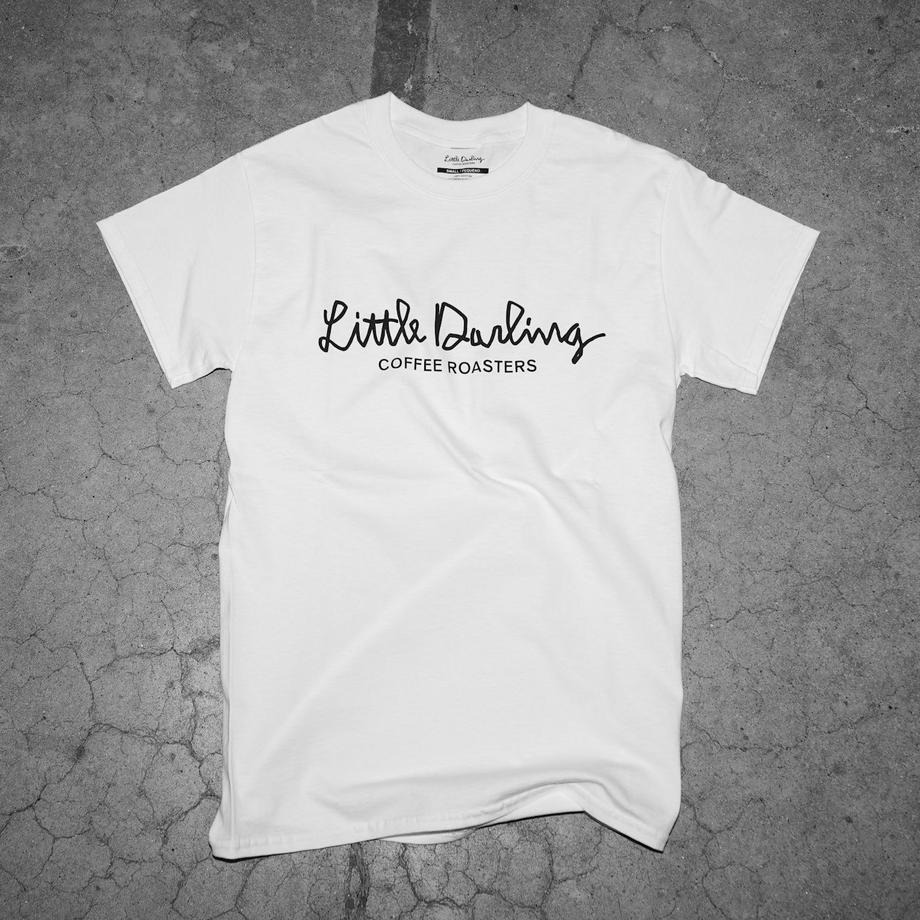Tシャツやカバンなど、お洒落なオリジナルグッズもお求めいただけます。